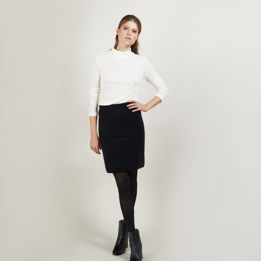 Short cashmere skirt - France